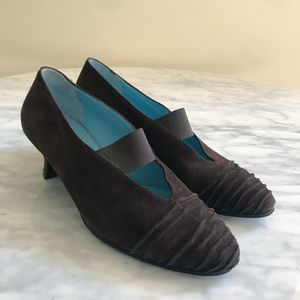 Thierry Rabotin Suede Ruched Toe Brown Pumps